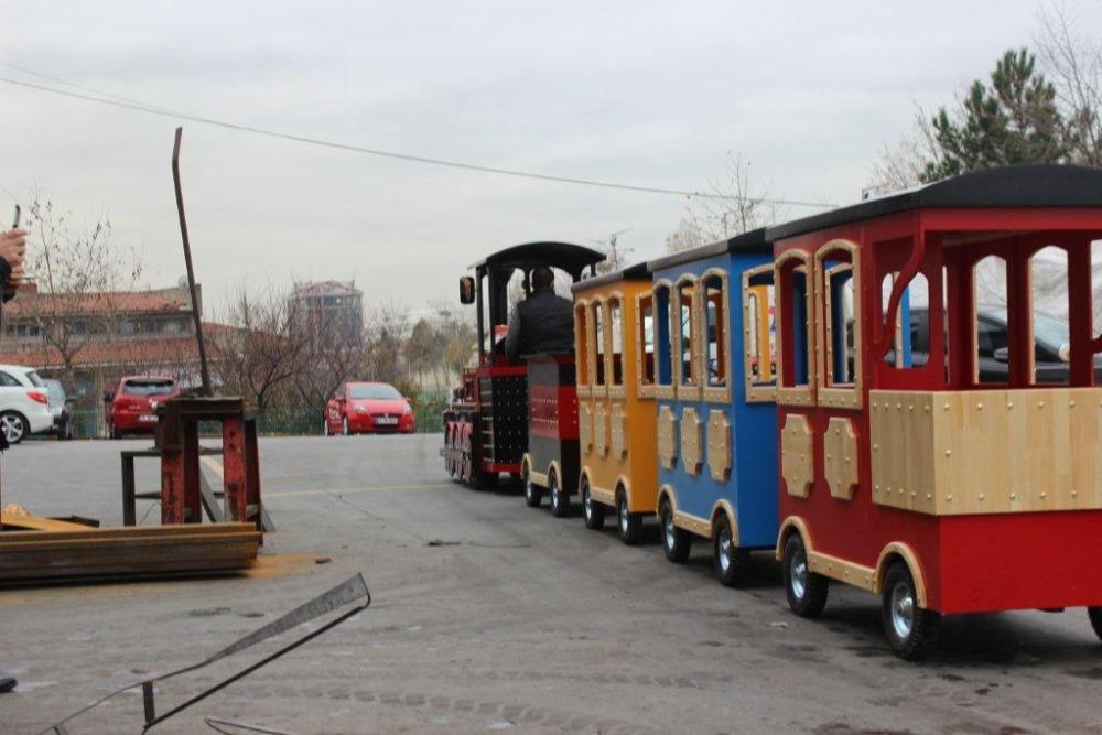 аттракцион поезд, безрельсовый поезд, дизельный поезд