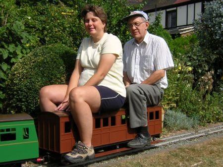 Аттракцион паровозик. Поезд на рельсах для парков